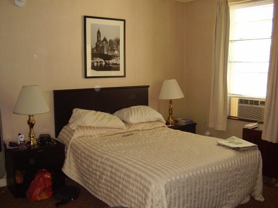 Radio City Apartments: Room 8D