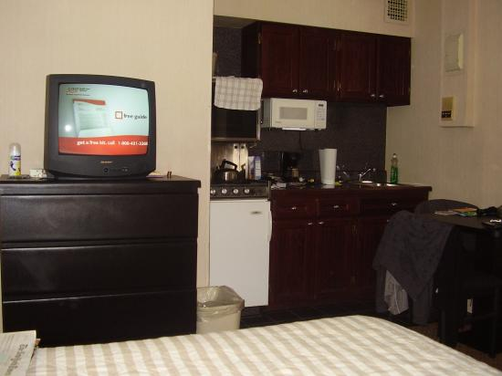 Radio City Apartments: KItchenette