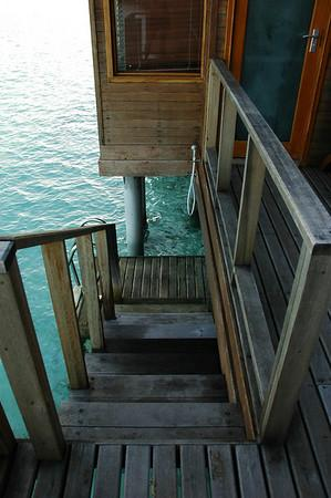 The steps from our porch to the lagoon!
