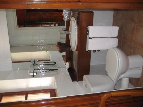 Husa Sant Bernat: Bathroom in room