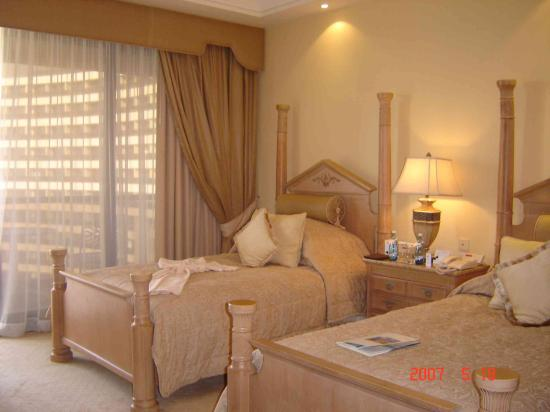 Le Royal Meridien Beach Resort & Spa: tower room in RM