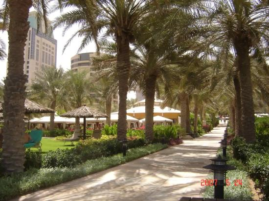 Le Royal Meridien Beach Resort & Spa: Gardens