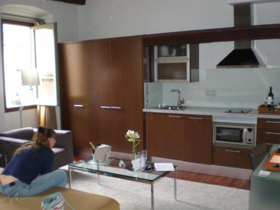Mercer House Boria BCN: sitting and and kitchen area