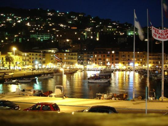 Cala Piccola, อิตาลี: Porto San Stefano at night