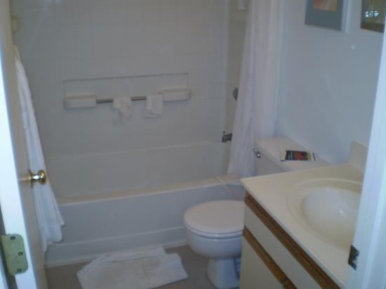 Extended Stay America - Cincinnati - Blue Ash - Reagan Highway: Bathroom