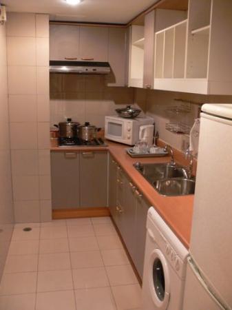 Lee Garden Service Apartment Beijing: kitchen