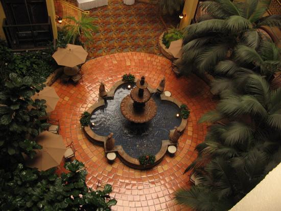 Embassy Suites by Hilton Denver Stapleton : fountain