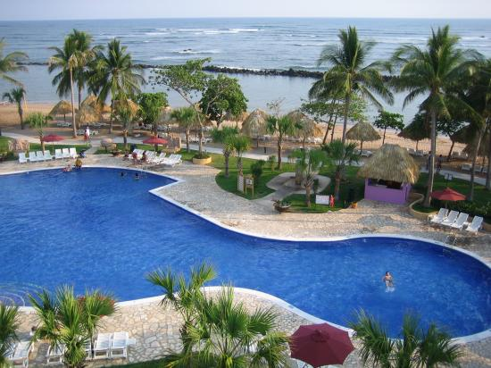 Royal Decameron Salinitas: Pool near the towers