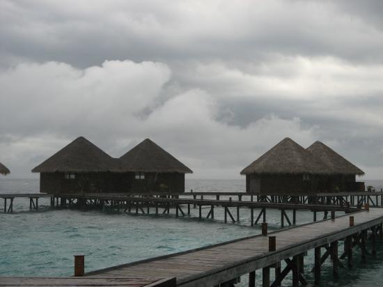Mirihi Island Resort: Storm Brewing