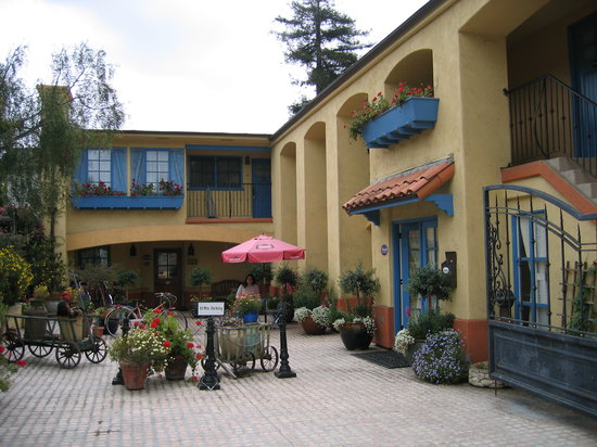 Petit Soleil, Bed and Breakfast: courtyard
