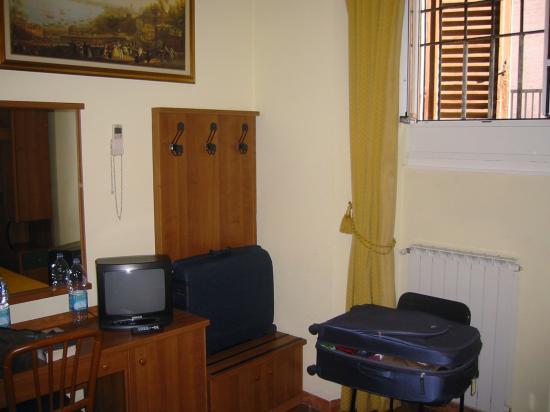 Hotel Trastevere: Room