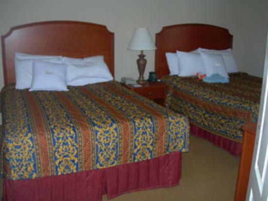 Homewood Suites Harrisburg East-Hershey Area: The two-bed room with separate bath