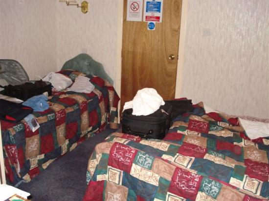 Covenanters Inn: right side of room