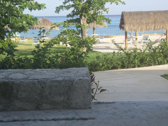 Presidente Inter-Continental Cozumel Resort & Spa: Patio view from ocean front room
