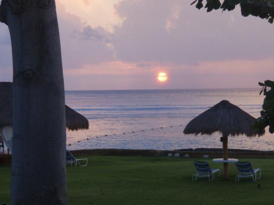 Presidente Inter-Continental Cozumel Resort & Spa: Final sunset