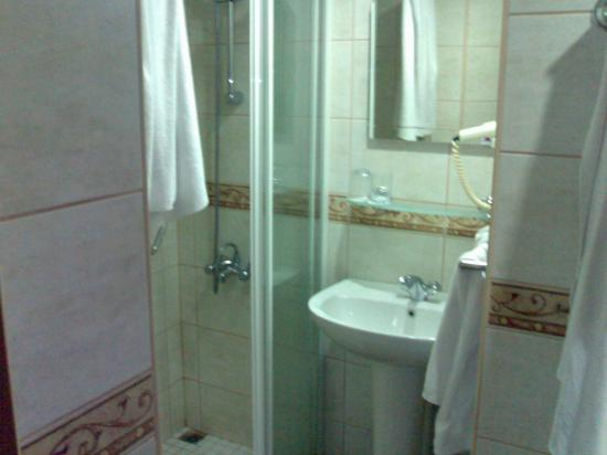 Erboy Hotel: Bathroom