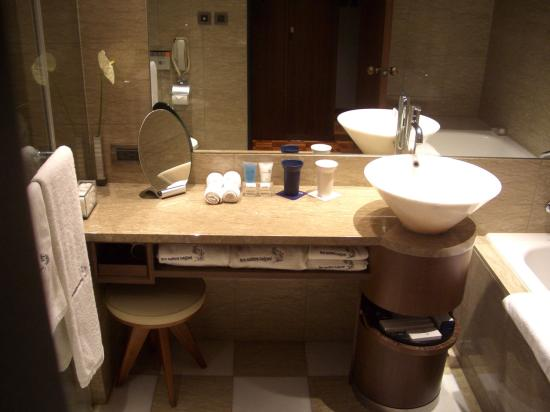 Les Suites Taipei Ching-cheng : Bathroom