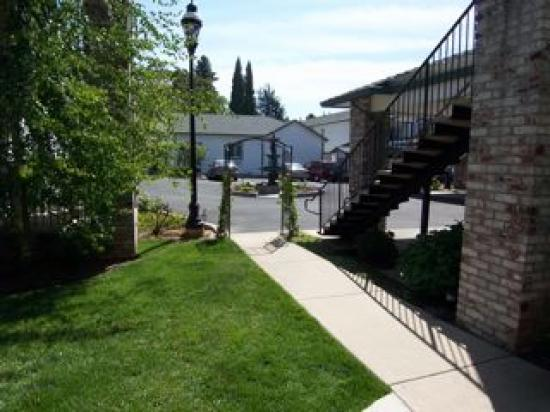 Grass Valley Courtyard Suites: Nice Garden