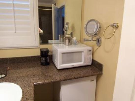 Grass Valley Courtyard Suites: Great Bathroom -everything you need