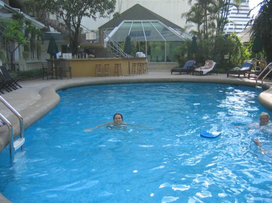The Tawana Bangkok: Pool