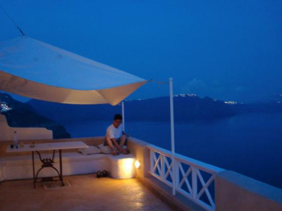 Art Maisons Luxury Santorini Hotels Aspaki & Oia Castle: Enjoying the view from balcony at night time