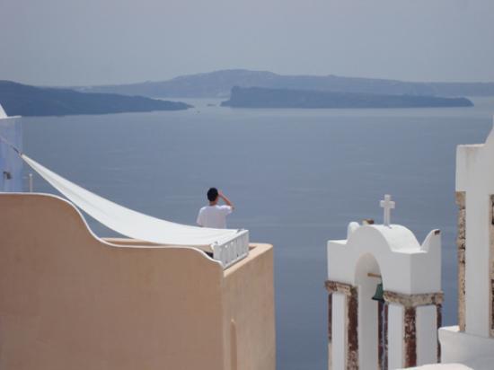 Art Maisons Luxury Santorini Hotels Aspaki & Oia Castle: View of Jacuzzi area from path to Aspaki