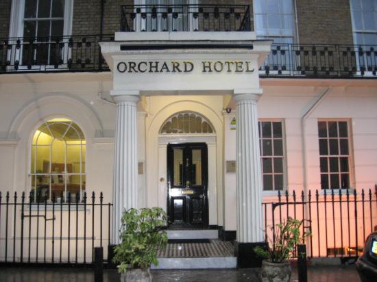 Orchard Hotel: front door