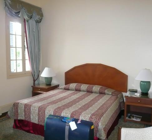 Raffles Hotel Le Royal: good sizes room tired furnishings
