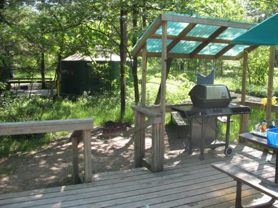 Grand Bend, Kanada: Outside of the yurt (view #2)