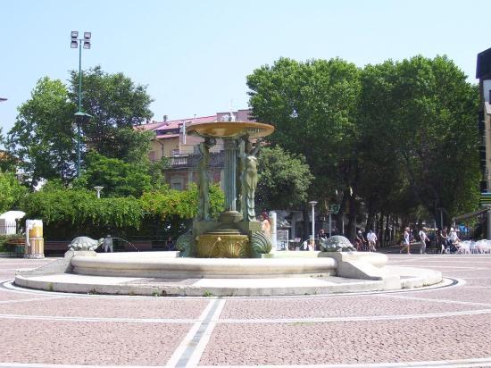 كاتوليكا, إيطاليا: fountain in Cattolica