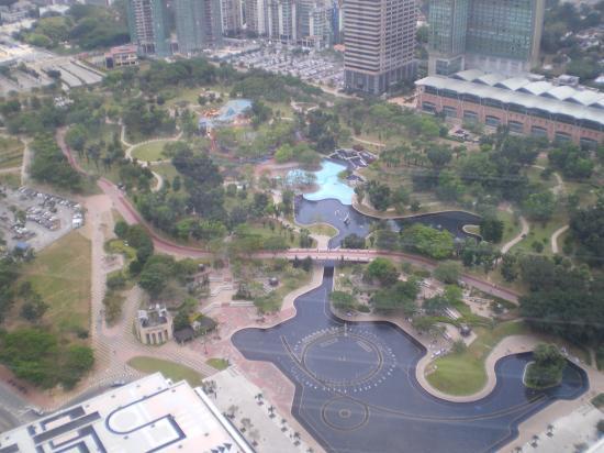 Shangri-La Hotel Kuala Lumpur: View from Sky Bridge