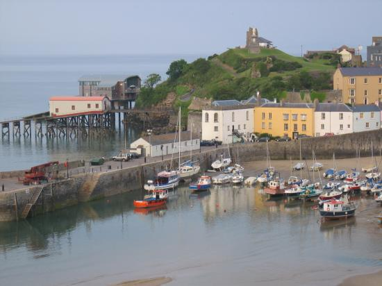 Myrtle House Hotel: View of the village of Tenby
