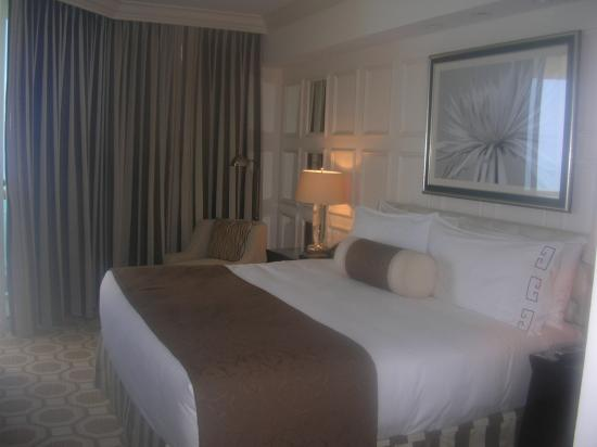 Acqualina Resort & Spa on the Beach: Suite Bedroom-oceanfront