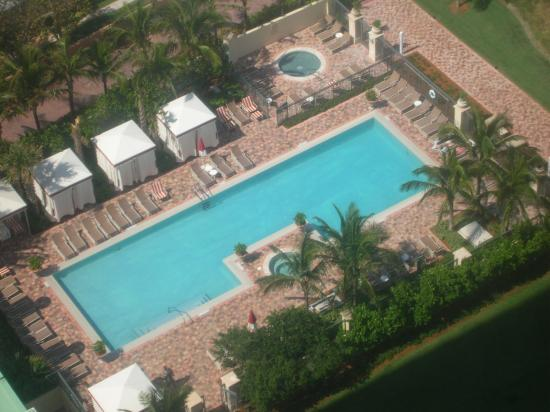 Acqualina Resort & Spa on the Beach: Tranquility Pool-Adults Only
