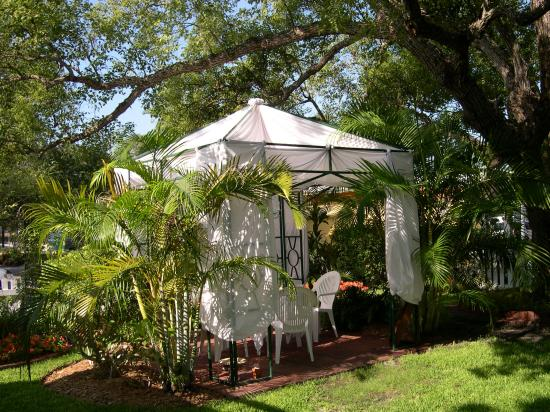 Meranova Guest Inn: The Enchanting Meranova Gazebo