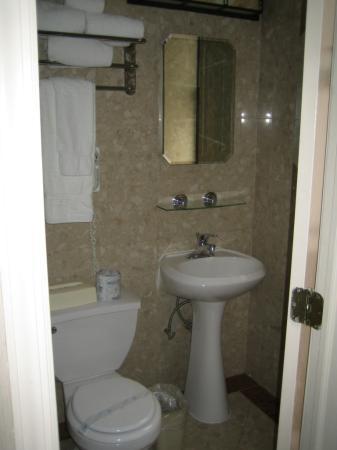 Radio City Apartments: Bathroom