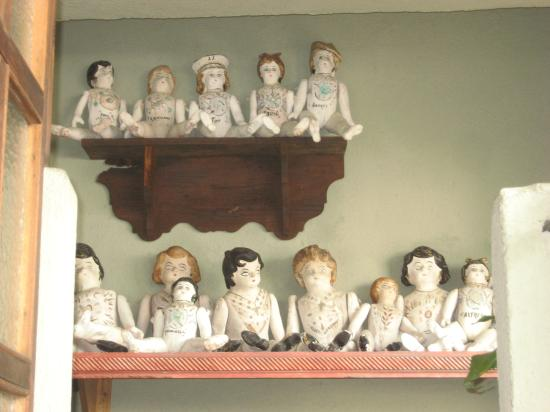 Quinta Maria Cortez: seriously, what the heck? could this be more creepy