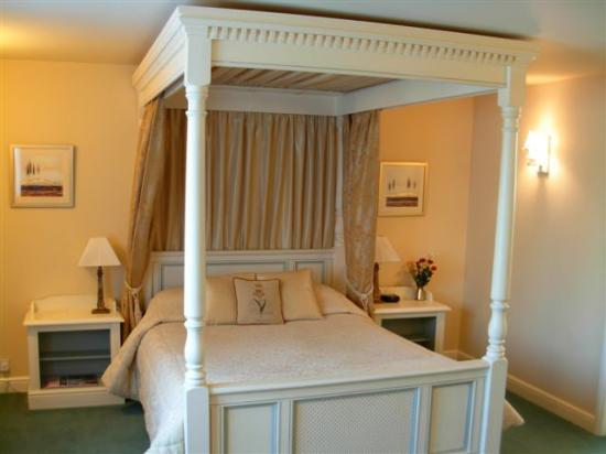 Claxton Hall Cottage B&B: Guest Room