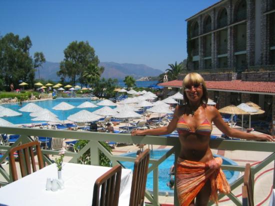 Marti La Perla: Pool from lunch terase