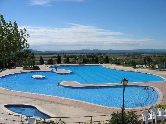 Camping Castell Montgri : the main pool