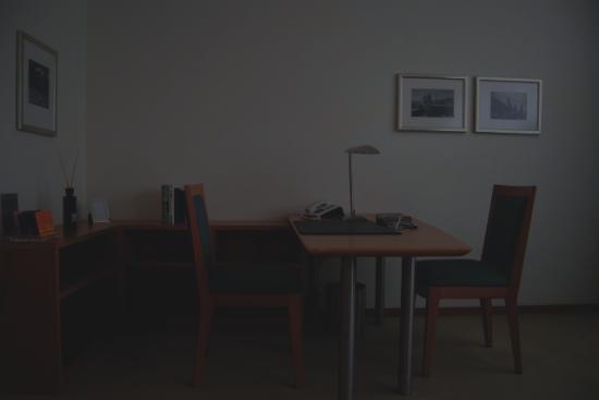The Mandala Hotel: Desk Area