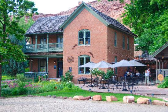Desert Bistro: restaurant from exterior