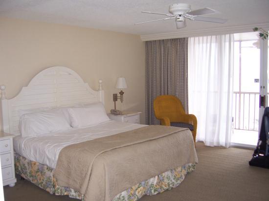 Pink Shell Beach Resort & Marina: Sanibel View king room
