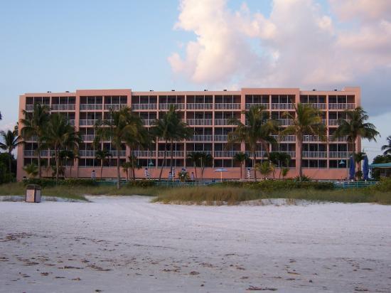 Pink Shell Beach Resort & Marina: Sanibel View building