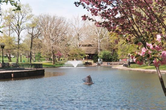 Hartford, CT: Carousel House in Bushnell Park