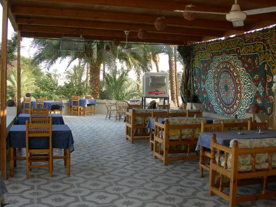 El Nakhil Hotel & Restaurant : upstairs eating area