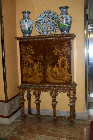 Tryp Madrid Leganes Hotel : Lobby cabinet