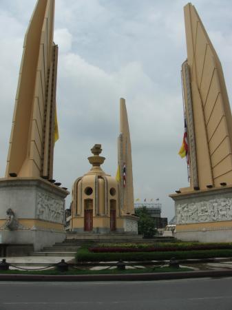 Boonsiri Place: Monument close to Boonsiri