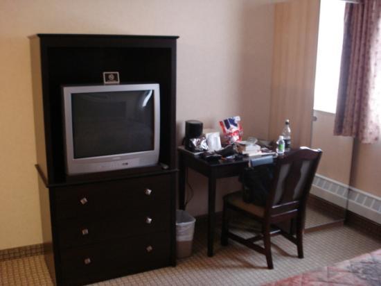 Econo Lodge Inn & Suites Downtown: bedroom2
