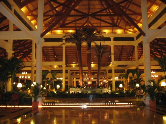 Grand Bahia Principe Bavaro: Lobby @ night